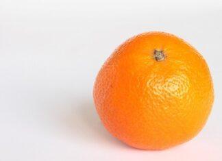 Cellulit wyglądem przypomina skórkę pomarańczy